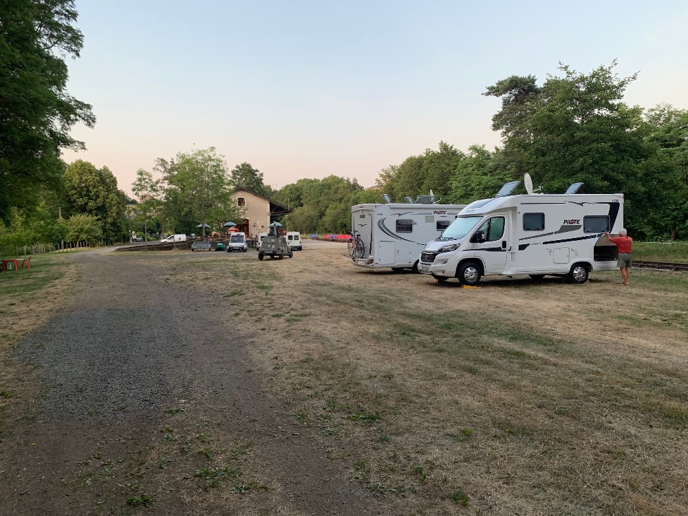 Aire camping-car à Ally (15700) - Photo 1